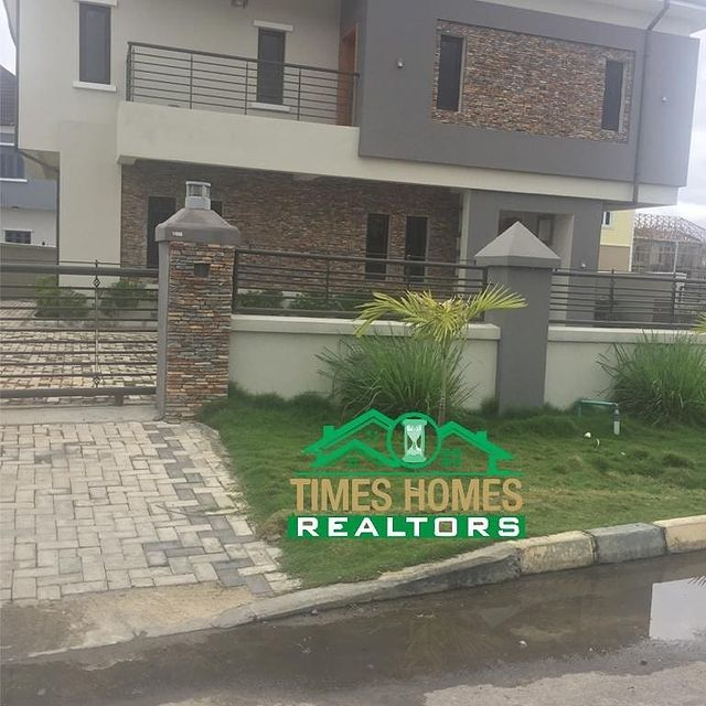 Luxurious 6 Bedroom Fully Detached Duplex With three Boy's Quaters For Sale