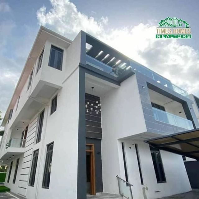 PROPERTIES IN LEKKI LAGOS NIGERIA - A Luxurious Fully Detached 7Bedroom Duplex With Two Rooms Boy's Quarters For Sale